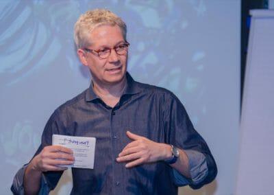 Gänzlich ohne PowerPoint Präsentation brachte Matthias seine Inhalte selbstsicher rüber