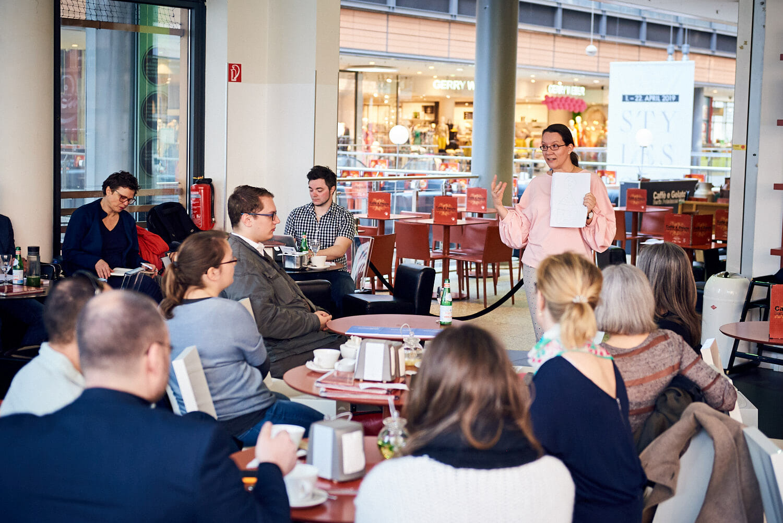 Katja holte die Zuhörer sofort ab und sorgte mit ihrem anschaulichen Vortrag dafür, dass die Aufmerksamkeit auch nie verloren ging.